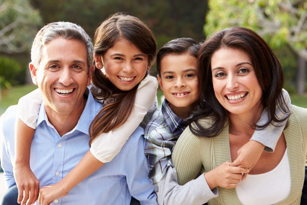 Familia-junta-no-es-igual-a-familia-unida-1068x712.jpg